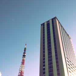東京タワーと森のビル